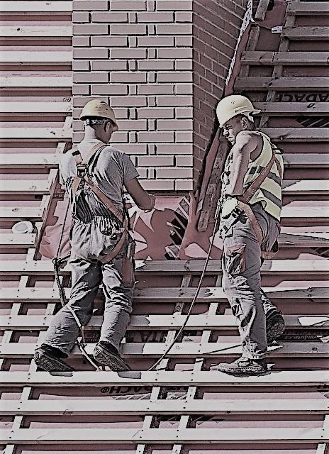 Använd säkerhetslinor när du arbetar på taket